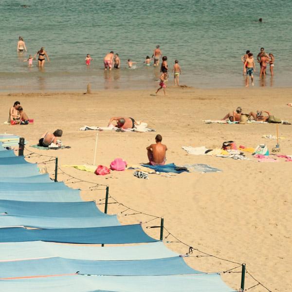 Tentes sur la plage